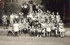 vor-der-schillerglocke-12-juli-1951.jpg