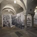 Blick in die Raum-Collage in der Krypta des Grossmuenster, Zuerich, Fahnen nr. 4 - 6